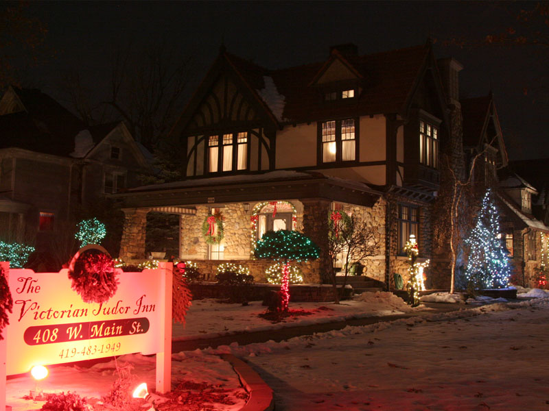 The victorian tudor inn bed and breakfast bellevue for Victorian tudor suite